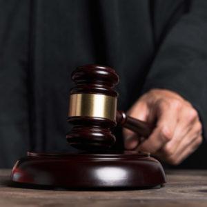 bilde av en klubbe fra domstolen om barnefordeling